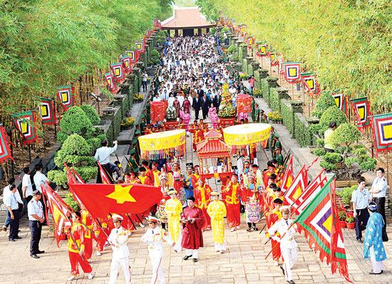 Giỗ Tổ Hùng Vương - Lễ hội Đền Hùng 2018 : 4 tỉnh cùng góp giỗ